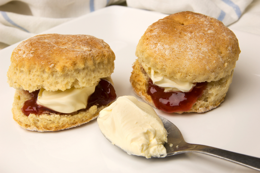 scones with jam and cream,